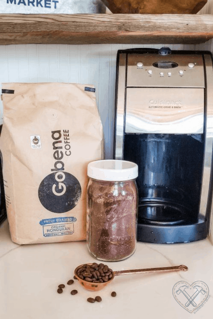 Mason Jar for ground coffee traveling hack