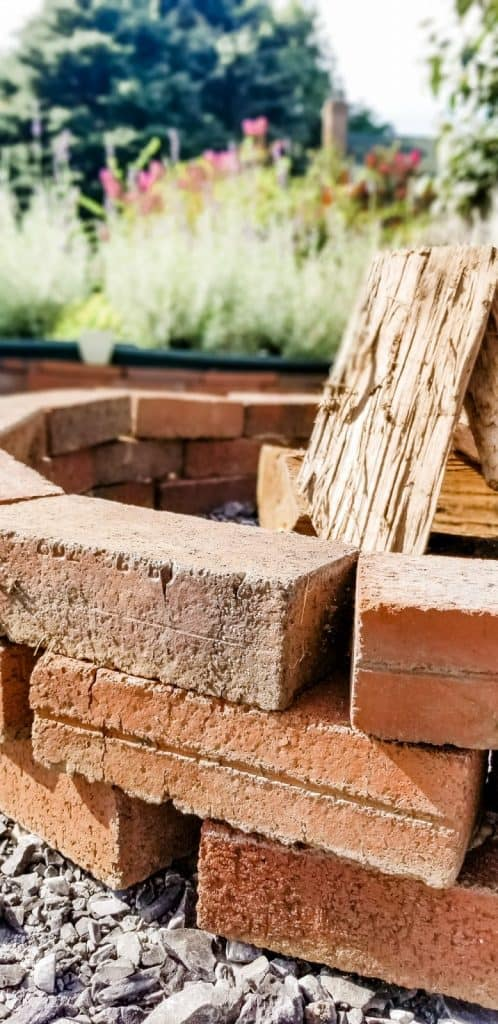 How to Make a Fire Pit With Leftover Brick